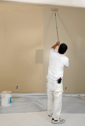 Professional Painters - Kimberly Painting - Man using roller with taupe paint