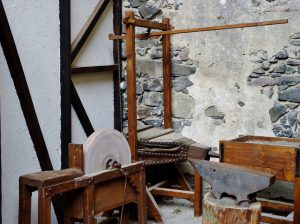 History of House Painting - Middle Ages - Plaster Walls and Tools